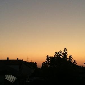 #2von12 - Immerhin bleibt Zeit für eine Minute (und ein Foto) vor dem Morgenhimmel. Morgenrot - schön Wetter droht. Oder so.