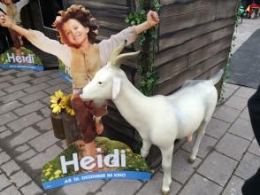 Werbung überall, auch für die geschlechtslose neue Heidi